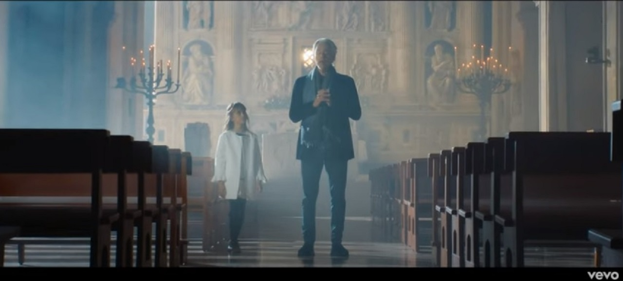 Un frame del video di Bocelli