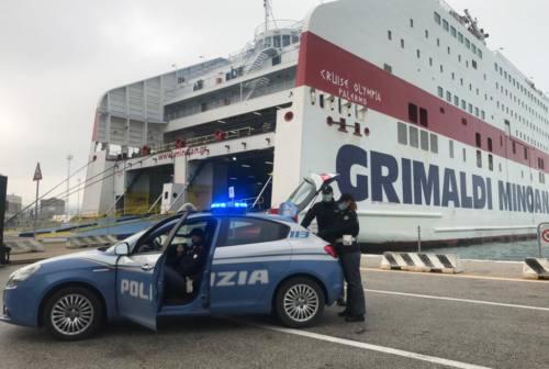 Trasporto abusivo dall'Albania, autista sanzionato da Stradale e Polizia di Frontiera