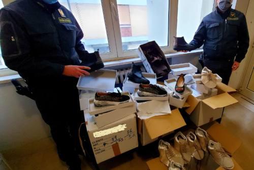 Civitanova, Blitz della finanza al mercato: sequestrate 200 paia di scarpe contraffatte