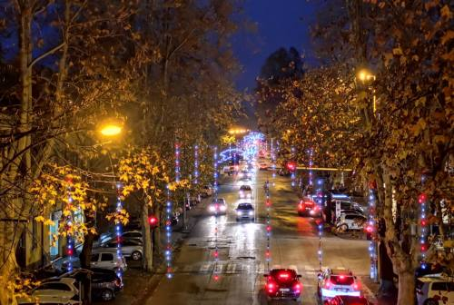 Jesi, le luminarie approdano anche lungo viale della Vittoria