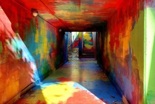 Ancona, con Intropia il sottopassaggio pedonale di Vallemiano diventa un tunnel di colori