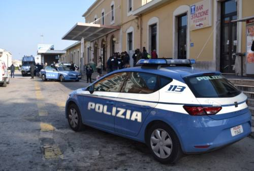 Giovane spacciatore arrestato a San Benedetto. Sequestrati hashish e marijuana