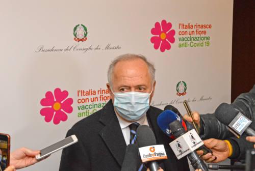 Vaccini, Saltamartini: «Domani 6.300 dosi AstraZeneca e 12.570 Pfizer. Pronti per vaccinare gli over 80»