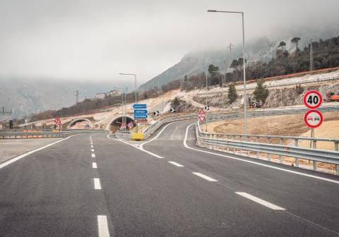 Quadrilatero, aperti al traffico altri 2 km della statale 76: visita ai cantieri dell'AD Anas Simonini
