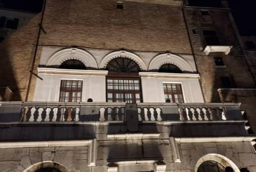 La Camera di Commercio delle Marche illumina la terrazza della Loggia dei Mercanti ad Ancona – VIDEO