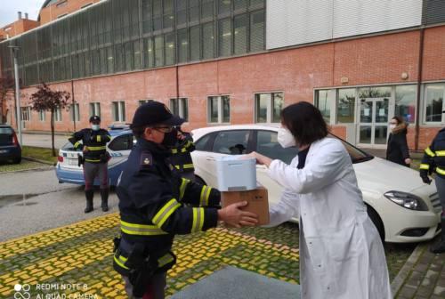 """Vaccini, boom di richieste all'ospedale """"Carlo Urbani"""" di Jesi per la prima dose"""