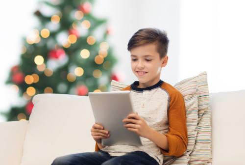 """Le vacanze, il Covid e il """"pensiero magico"""" dei bambini. Ecco 5 consigli per vivere in famiglia le feste"""