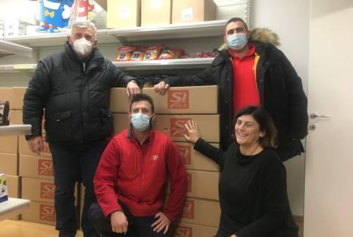 Natale solidale, donati 50 pacchi alimentari alla Caritas di Falconara – VIDEO