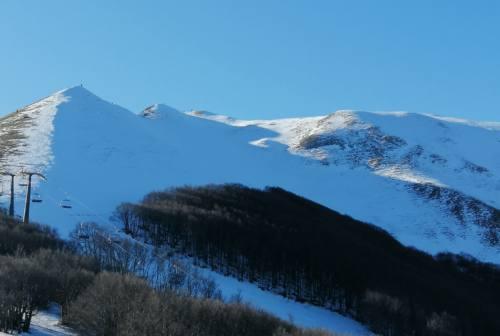 La magia del Monte Catria attira centinaia di appassionati di montagna