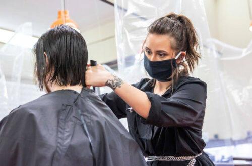 Estetisti e parrucchieri chiusi, Confcommercio Pesaro: «Si segua l'esempio dell'Abruzzo»