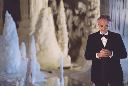 Bocelli live alle Grotte di Frasassi dai social arriva in tv. Ecco quando