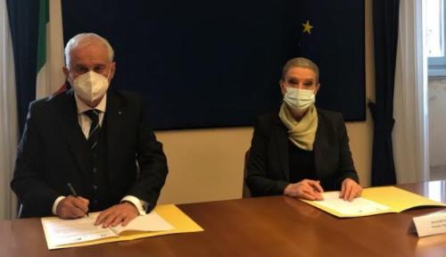 Sicurezza nelle farmacie a Macerata, è accordo tra FederFarma e Prefettura: telecamere e formazione