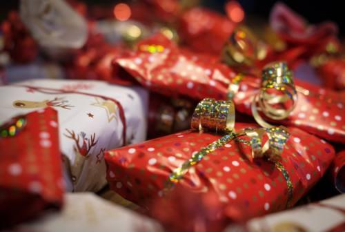 Natale tra rincari, doni low cost e foodporn. Federconsumatori: «Riduzione consumi fa crescere i prezzi»