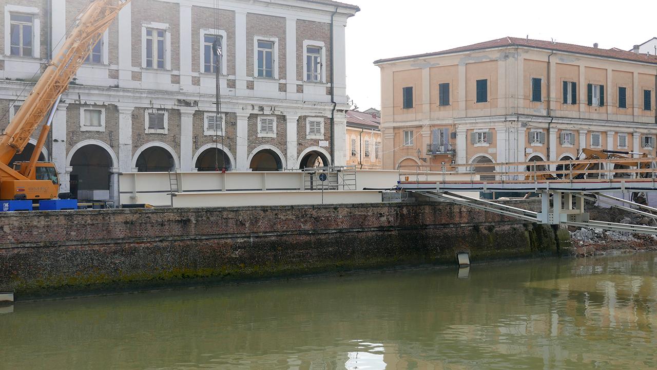 Le travi per il nuovo ponte II Giugno di Senigallia