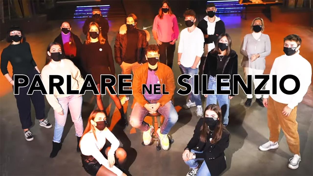 I giovani protagonisti del manifesto per il divertimento sicuro spiegato in occasione del secondo anniversario della tragedia alla Lanterna Azzurra