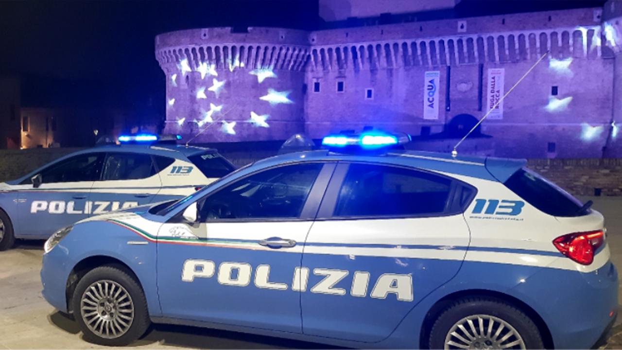 La polizia di Senigallia impegnata nei controlli anti covid in centro storico