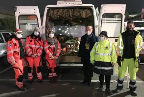 Falconara, il tradizionale presepe del Castello viaggia a bordo dell'ambulanza della Croce Gialla