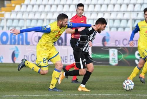 Serie B, l'Ascoli sprecone impatta 0-0 con il Chievo. La classifica piange