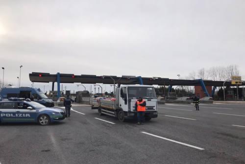 Marche, controlli della Polizia sulle strade: 28 multe e una persona denunciata