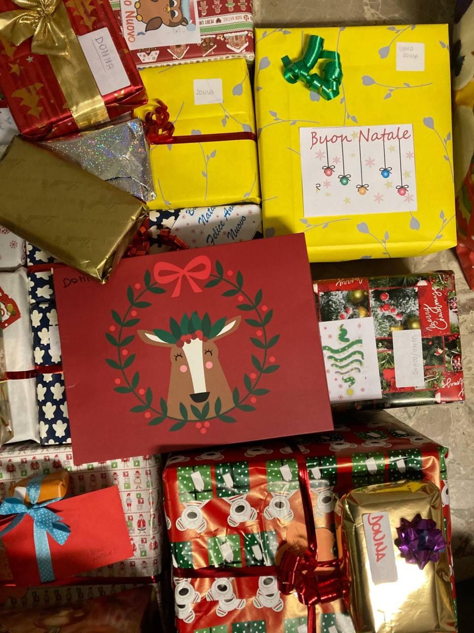 I pacchi regalo preparati dall'associazione Vivere il Poderino