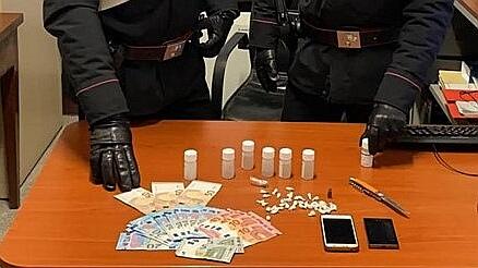 Spaccio di droga dai domiciliari, senigalliese finisce in carcere a Montacuto