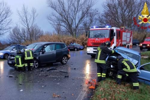 Incidente frontale a Trecastelli, tre persone all'ospedale di Senigallia