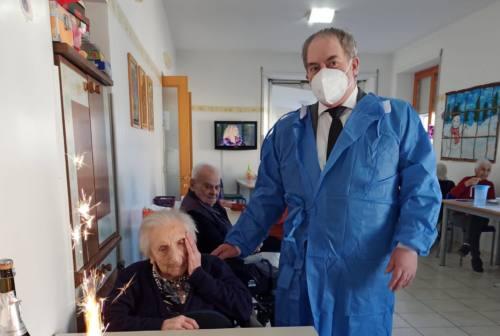 Penna San Giovanni, auguri per i 100 anni a Maria Montecchiarini