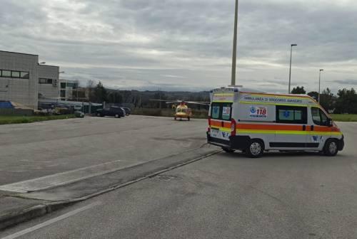 Incidente sul lavoro a Osimo, operaio cade da una scala: è gravissimo