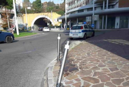 Ancona, camion perde gasolio e danneggia marciapiede: rintracciato il conducente