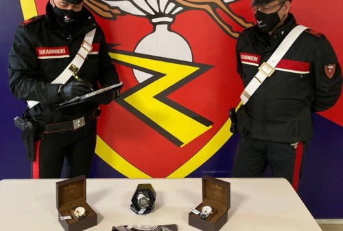 Ancona, orologi patacca venduti a mille euro: denunciato