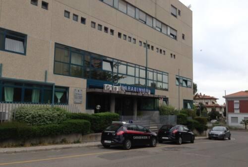 Pesaro, prima il taglio delle gomme dell'auto, poi il tentativo di furto: denunciati