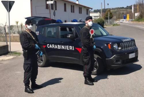 Macerata, controlli dei carabinieri in provincia: multate otto persone senza mascherina, chiusi due locali