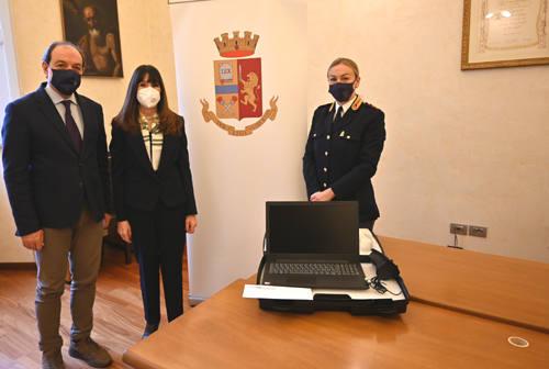 Pesaro, un kit con microcamera e microfono per dire no alla violenza sulle donne