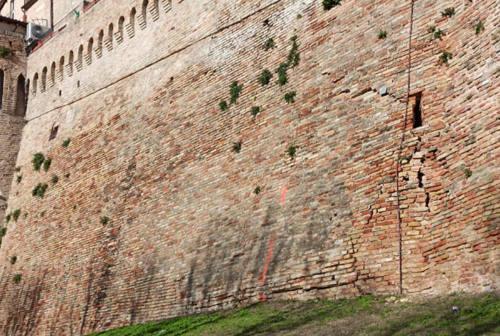Corinaldo, si aggravano le lesioni alle mura cittadine lungo via del Fosso