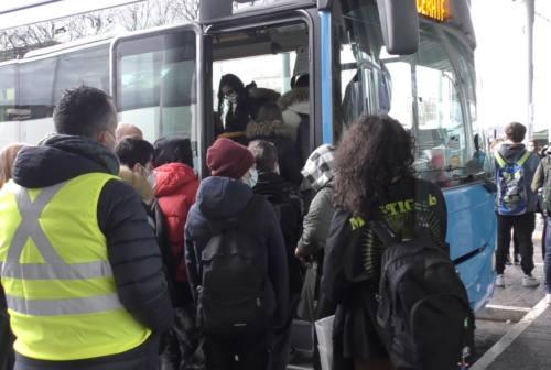Macerata, rientro a scuola in sicurezza. Autobus aggiuntivi, polizia locale e steward anti-assembramento