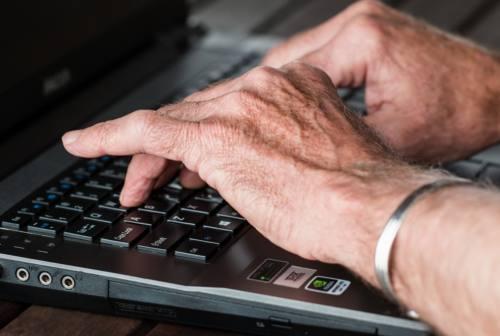 La solitudine degli anziani al tempo del covid. Riflessioni e servizi di sostegno