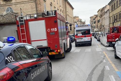 Jesi, ultranovantenne cade in casa, salvata in extremis dai soccorsi