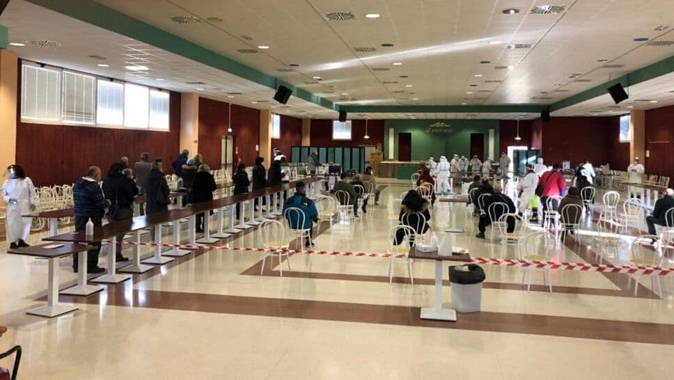 """La campagna di screening anti covid al centro sociale """"L'Incontro"""" a Serra de' Conti"""