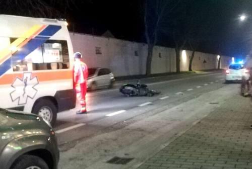 Senigallia, scontro auto scooter: per l'impatto il conducente finisce all'ospedale