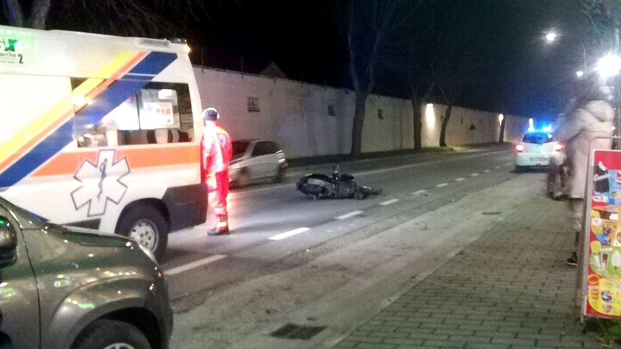 Il luogo dell'impatto tra un'auto e uno scooter a Senigallia: due giovani all'ospedale