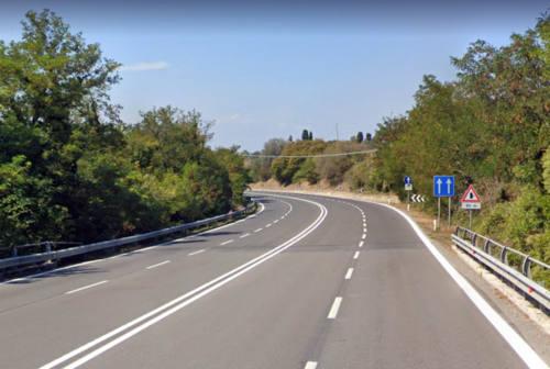 Pesaro, invasione di corsia e marcia a zig zag sulla Siligata: denunciato conducente ubriaco
