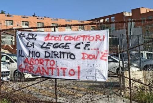Jesi, cartelli «contro la politica che ci riporta indietro di cento anni»