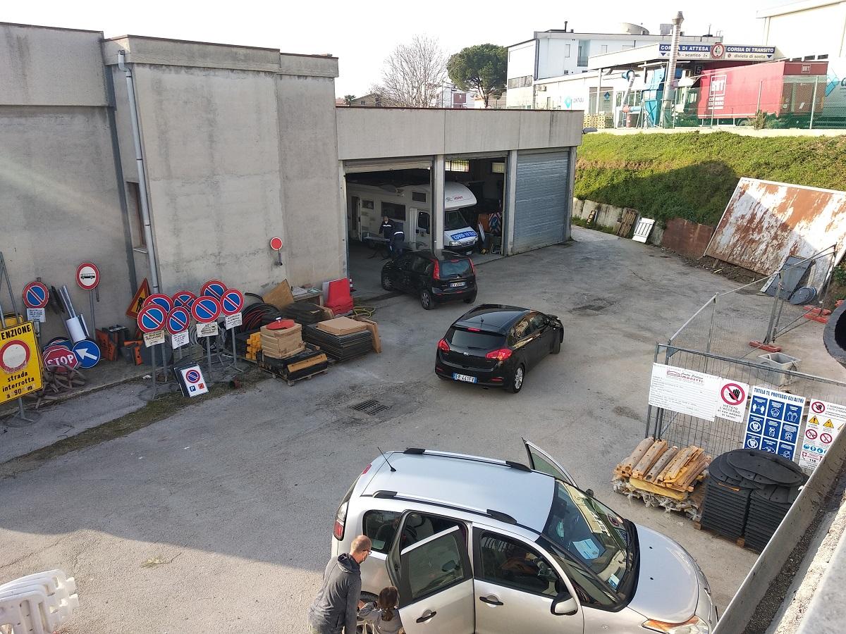 I tamponi drive nell'autorimessa comunale di Castelfidardo