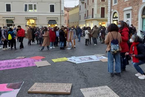 Interruzione volontaria di gravidanza, le donne in piazza a Senigallia contro la giunta regionale