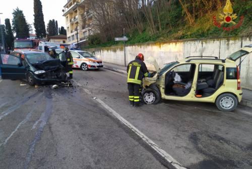 Macerata, scontro in via dei Velini: ferite quattro persone