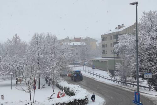 Prima neve a Macerata, chiusa via dei Velini