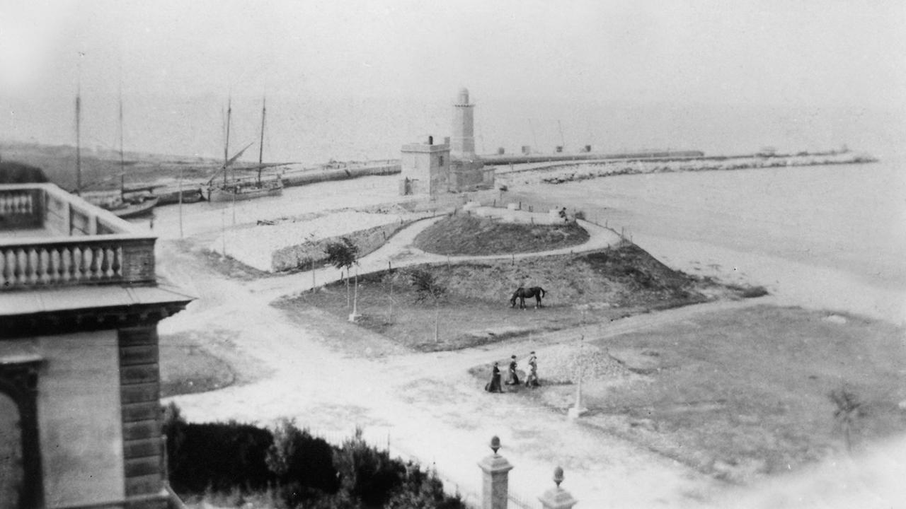 Il porto di Senigallia in una fotografia di autore sconosciuto di inizio '900: sarà esposta nella mostra sui cambiamenti delle coste delle Marche