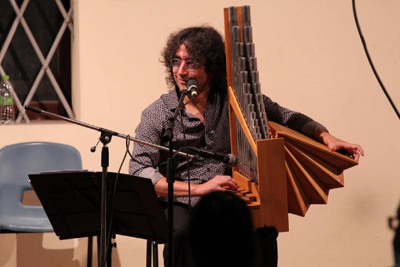 Il maestro Roberto Lucanero