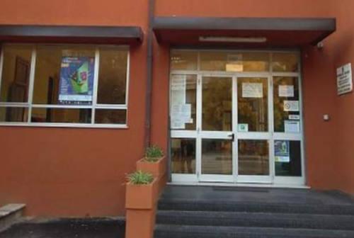 Jesi, focolaio Covid alla Cappannini: il sindaco Bacci chiude la scuola