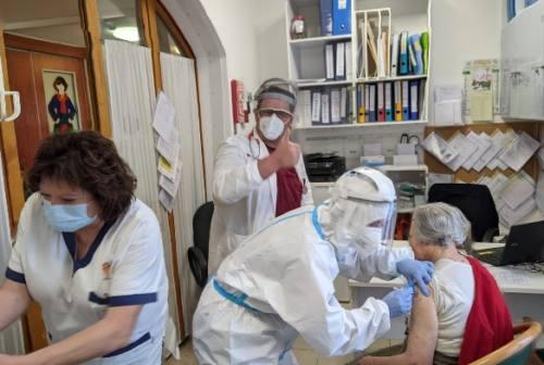 Osimo, è polemica sul trasporto per la vaccinazione degli over 80